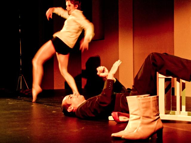 Bewegungstheater, Rathaus Schoneberg, Juni 2010, Darsteller: Dominika Willinek und Fabian Cohn; Pianist: Scott Curry